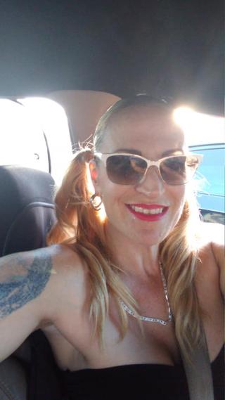 Kelly in car